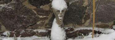 Der Hausgeist an der Feldsteinmauer