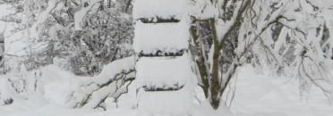 Leiter in den Schneehimmel