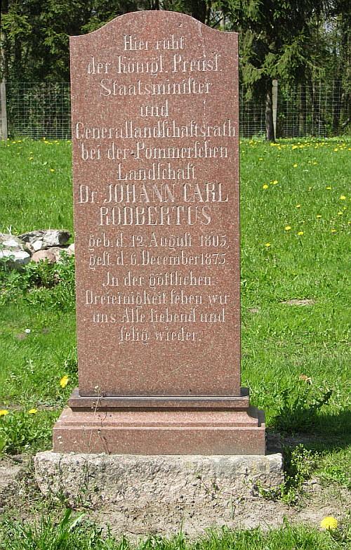 Grabstein des Karl Rodbertus in Jagetzow